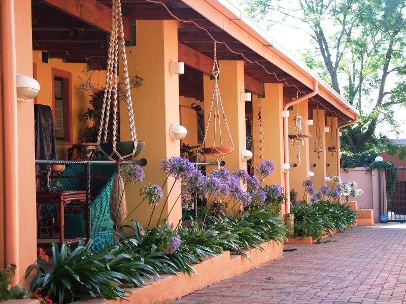 Driveway Entrance to B&B - Cherry Tree Cottage B&B Jhb ZA - Johannesburg - rentals