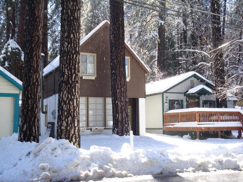 Cabin Front - Cozy Cabin - Crestline - rentals