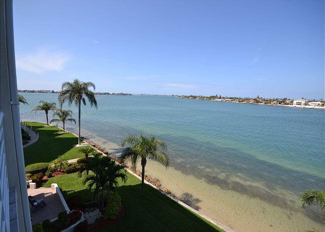 Bahia Vista 16-475 Club Bahia condo with exceptional furnishings & views! - Image 1 - Saint Petersburg - rentals
