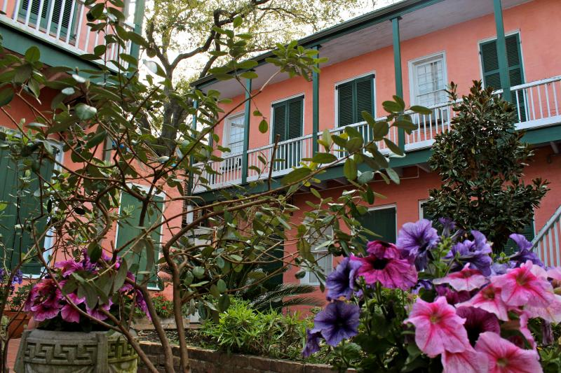 Courtyard in bloom - Balcony Studio, Heart of the French Quarter - New Orleans - rentals