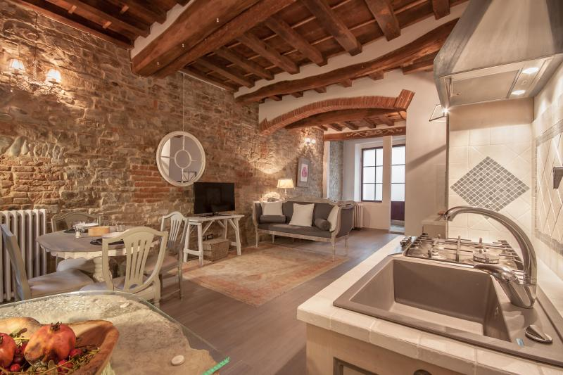 Charming 1 Bedroom Tuscan Apartment in Florence - Image 1 - Florence - rentals
