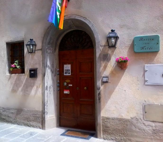 doorway in via Cerruglio 5 - Vacation Rental at Antica Casa Naldi in Montecarlo, Tuscany - Montecarlo - rentals
