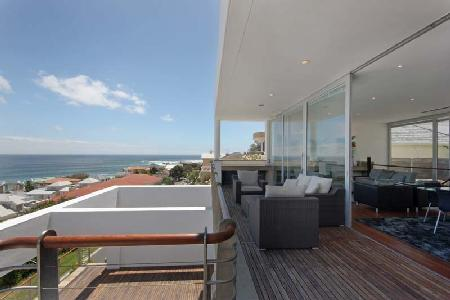 Strathmore House- 360° ocean views with pool- ensuite jacuzzi & near beach - Image 1 - Camps Bay - rentals