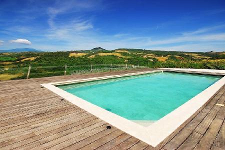 Breathtaking Villa Faggeto offers a private lake, thermal pool and tennis court - Image 1 - Val d'Orcia - rentals