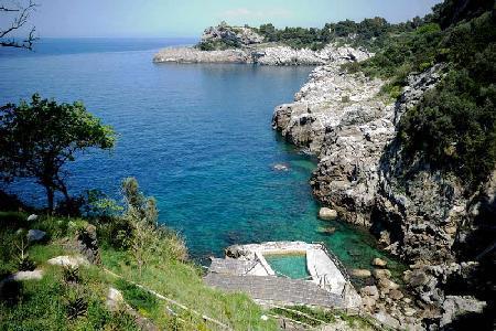 Villa Aretusa Seaside Escape with Rooftop Terrace & Unforgettable Sea Water Pool - Image 1 - Massa Lubrense - rentals