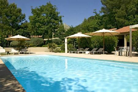 Contemporary Villa Les Cigales in Pine Forest with Lovely Garden, Heated Pool & Outdoor Living Area - Image 1 - Avignon - rentals