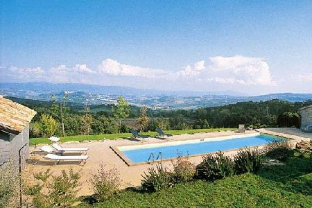 Hilltop Villa Biancaverde with swimming pool, home theatre & central location - Image 1 - Todi - rentals