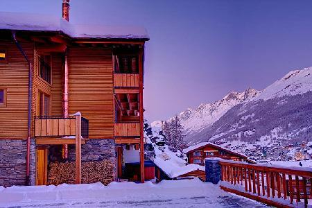 Spacious luxury alpine chalet Castor with hot tub, fireplace & spectacular views 2 min to ski lift - Image 1 - Zermatt - rentals