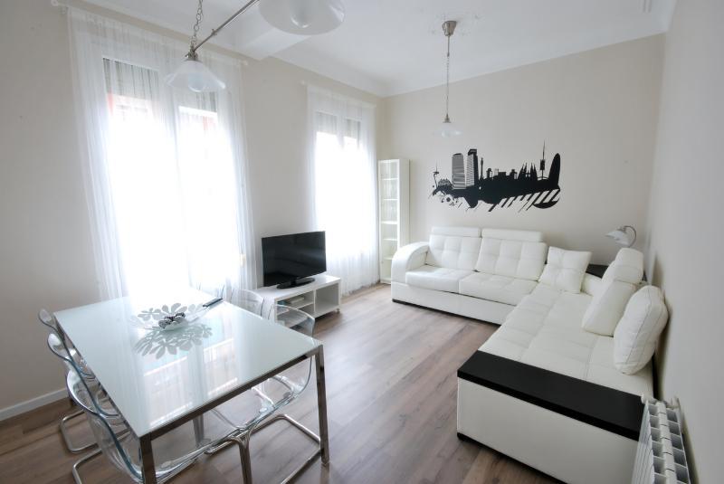 Wonderful 8 people Apartment next Sagrada Familia - Image 1 - Barcelona - rentals