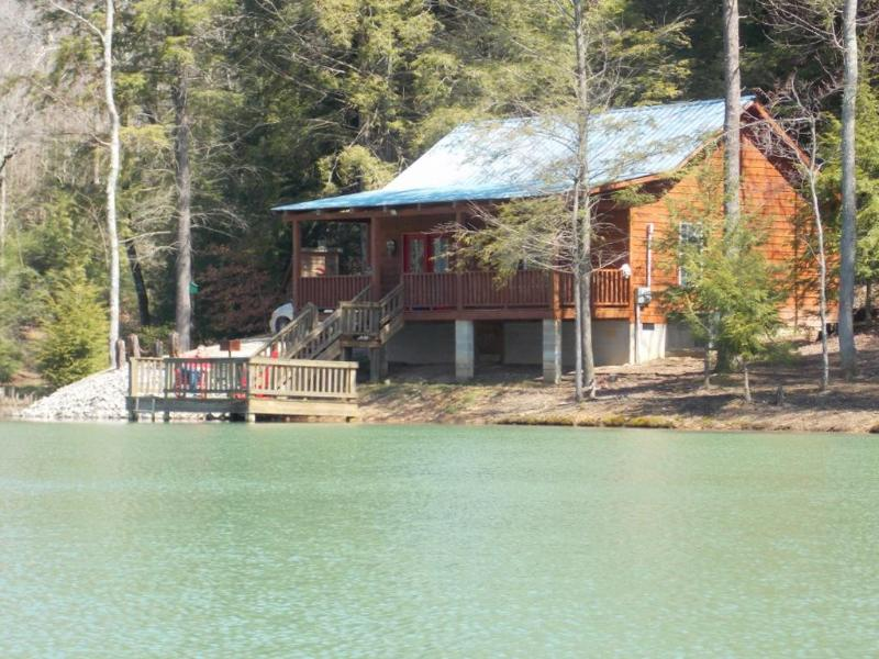 beautiful secluded cabin rental near Crossville and Cookeville TN - Two's Company- secluded cabin- small lake- fishing - Monterey - rentals