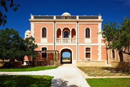 Villa Pizzorusso - Stunning villa with pool, secluded gardens & peaceful landscape - Image 1 - Mesagne - rentals