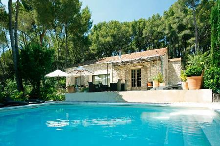 Secluded Family-Friendly Countryside Retreat Villa Cecile Set in Lovely Garden with Pool - Image 1 - Carpentras - rentals