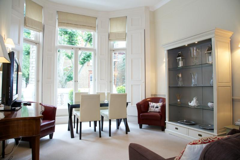 Living Room - Wetherby Gardens, Gloucester Road. - London - rentals