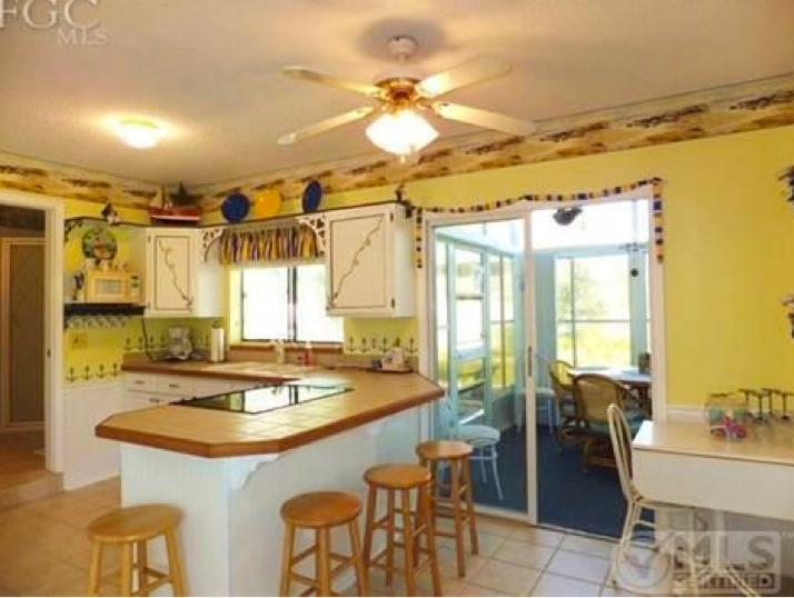Kitchen for entertaiment - Charming Beach Cottage - Fort Myers Beach - rentals
