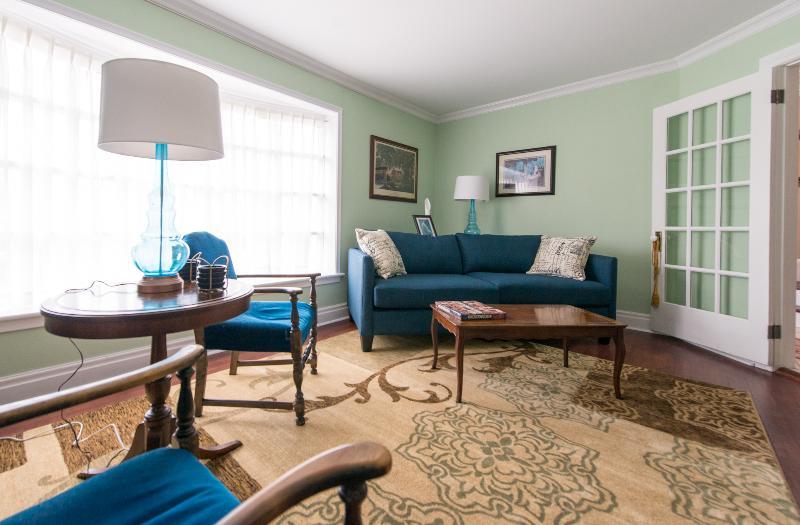 Living Area - Waters Edge - Niagara Falls - rentals