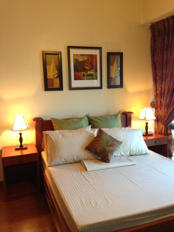 Bedroom with comfy queen-size bed - Modern Oriental 2 Bedroom Suite in Eastwood City - Quezon City - rentals