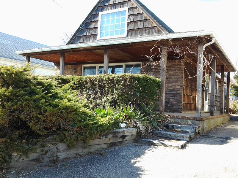 Beach Cottage Entrance - Picturesque House on The Jersey Shore - Decatur Island - rentals