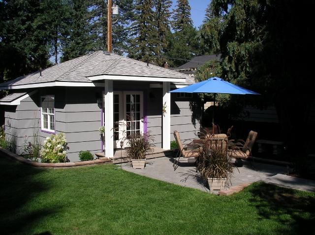 Patio with BBQ and propane heater - Second Street Cottage-secluded downtown Bend, OR - Bend - rentals