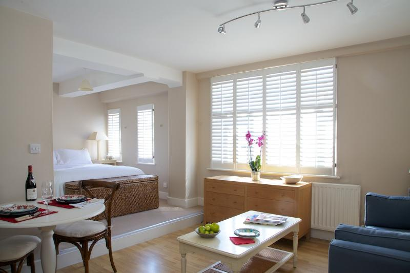 Studio Room - de99d5ce-a158-11e2-b40b-782bcb2e2636 - London - rentals