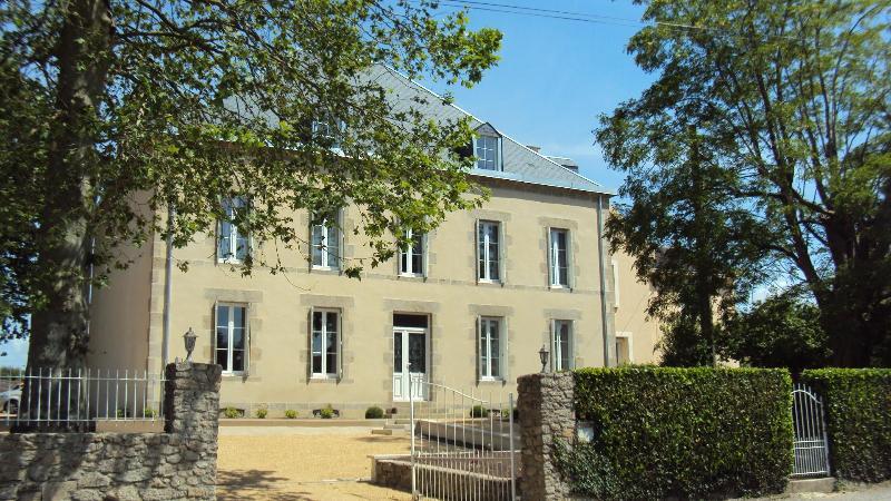 Front - B&B in XIXth century house design and quiet - Les Herbiers - rentals