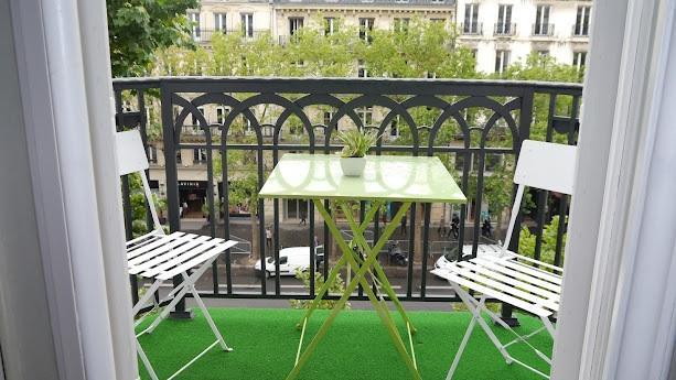 balcony - 1 Bedroom Paris Apartment Near Champs Elysees and the Madeleine - Paris - rentals