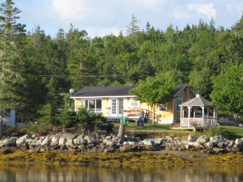 Private Oceanfront Penninsula - EZ Breeze Seaside Cottage - Head of Jeddore - rentals