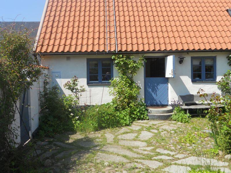 Entrance from the garden - Adorable Skåne farmhouse apartment - Glemmingebro - rentals