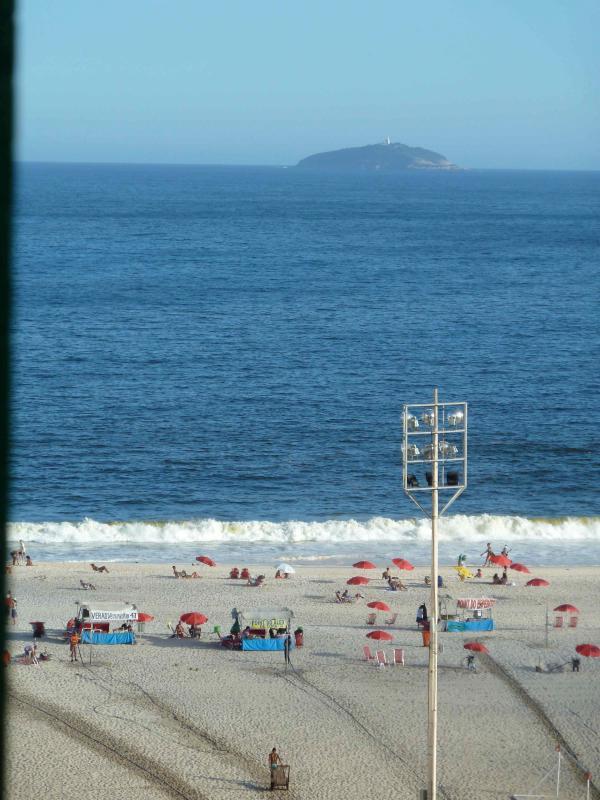 Copacabana Ocean VIew Beach 50 mts  Air + Wi-Fi - Image 1 - Rio de Janeiro - rentals