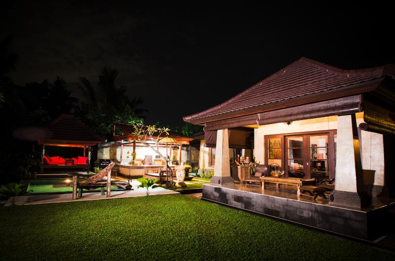 Main room, kitchen and bale - Rumah di Surga -  House in Heaven - Ubud - rentals