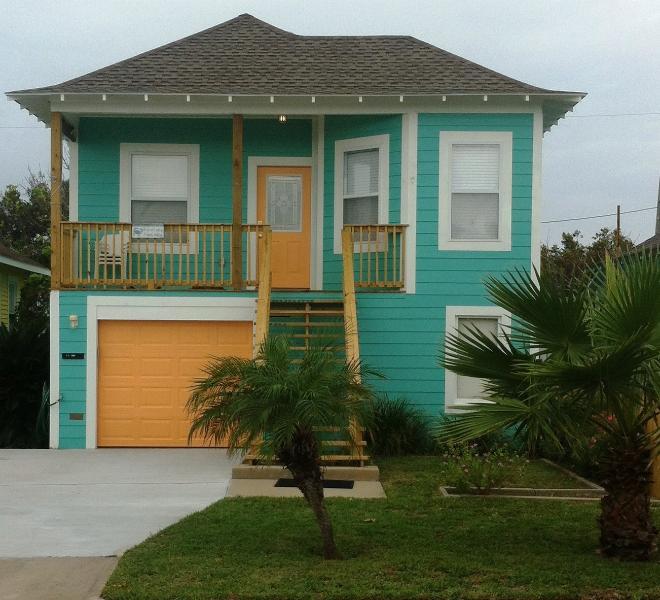 Front of House - Blue Crab Bungalow - Galveston - rentals