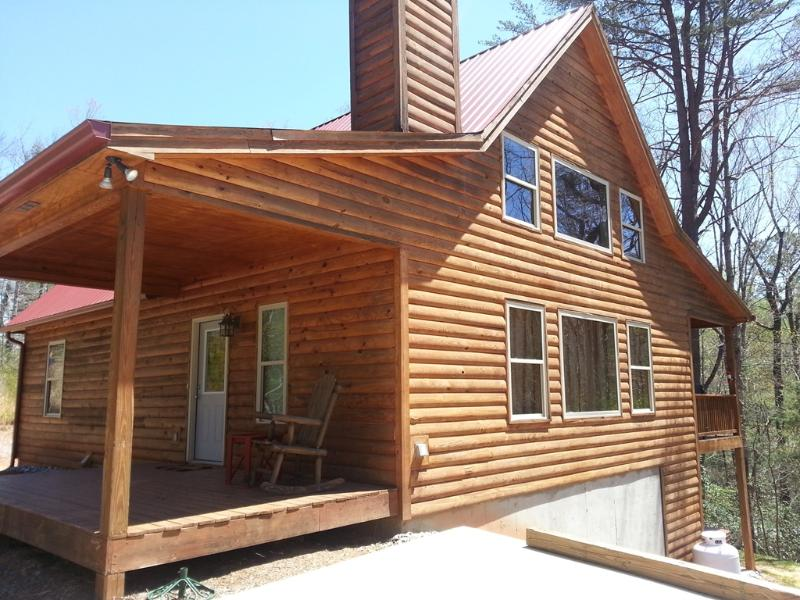 Raven's Nest - New cabin with fire pit and hot tub - Image 1 - Helen - rentals
