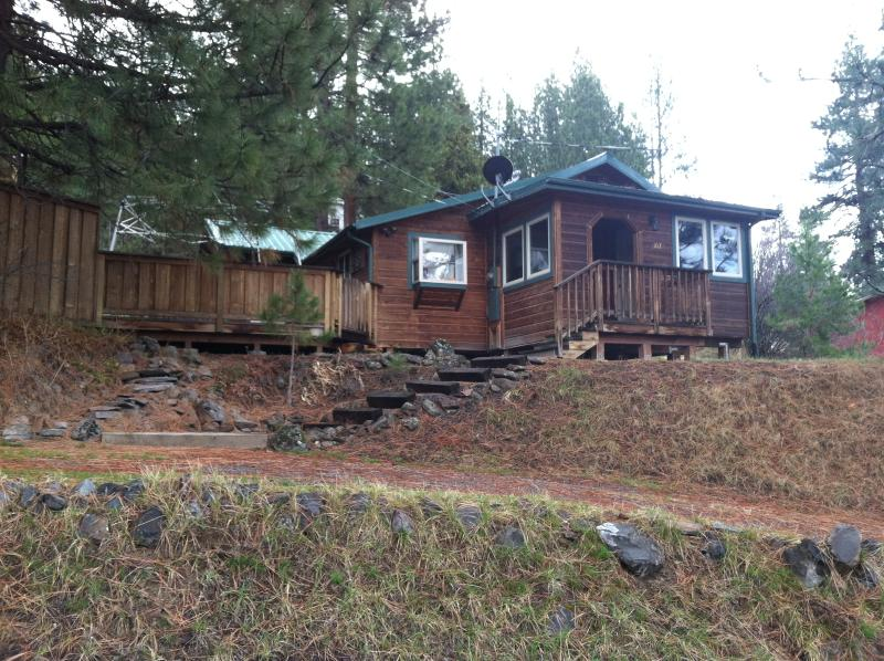 Chiloquin Vacation Cabin - Front Entrance - Awesome Cabin near Crater Lake National Park! - Chiloquin - rentals