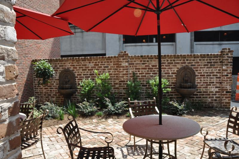 Sit away from the hustle and bustle of the city in your own private garden! - 1bd 1.5ba River Front-Walk to everything! - Savannah - rentals