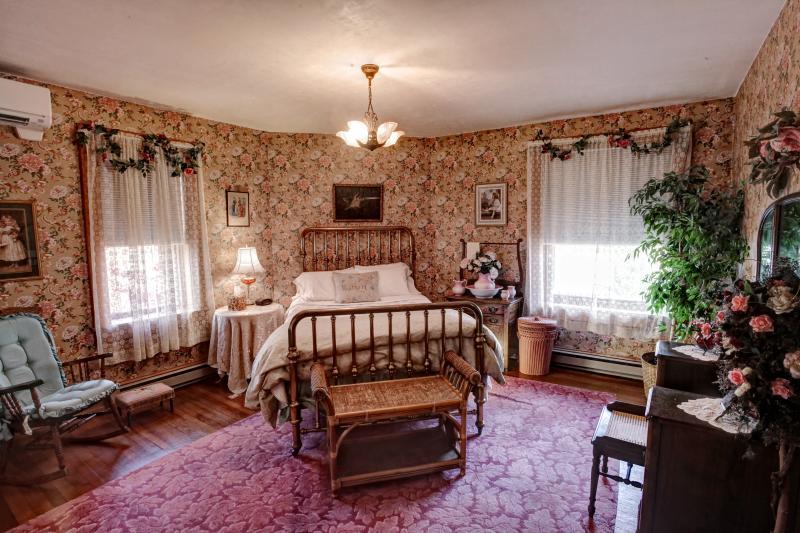 Maids Quarters Bedroom - Maids Quarters - Bellefonte - rentals