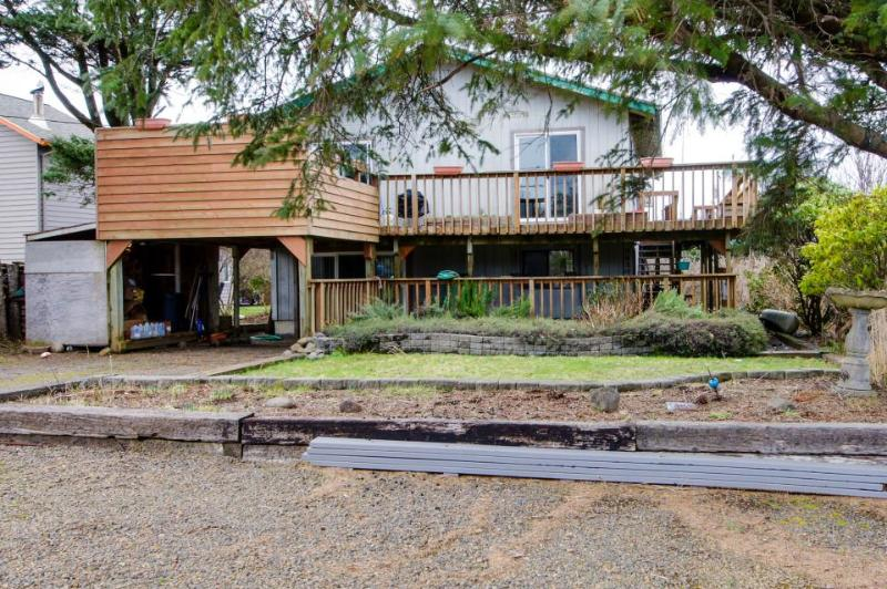 Pet-friendly, private hot tub, sleeps 10! - Image 1 - Cape Meares - rentals