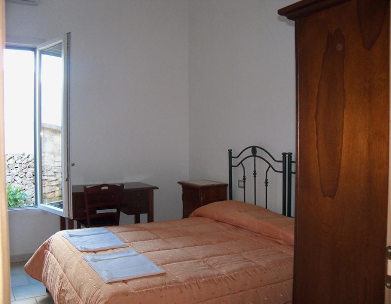 Camera matrimoniale - IL Pavone di Vilei Maria Antonietta - Villaggio Boncore - rentals