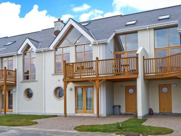 AT WATER EDGE, balcony, great views, marina location, in Tarmonbarry, Ref 23785 - Image 1 - Tarmonbarry - rentals