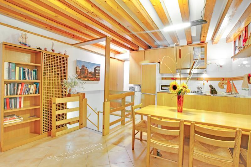 1st Living area - Apartment Galeazza near Campo Santi Apostoli, 5 minutes to Rialto and 10 minutes to San Marco - Venice - rentals