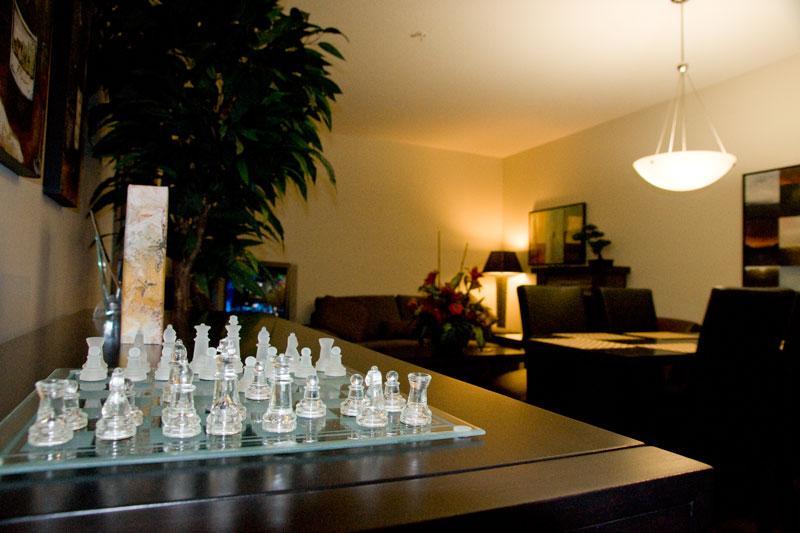 Living Room - Gorgeous 1-BR+Den Resort Condo Living - Kelowna - rentals