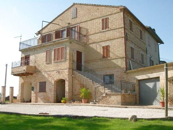 Typical Italian farmhouse with wonderful views - Image 1 - Cossignano - rentals