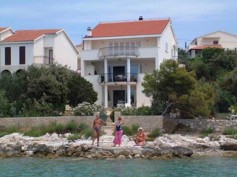 Apartment NICA A4 Maslinica - Image 1 - Maslinica - rentals