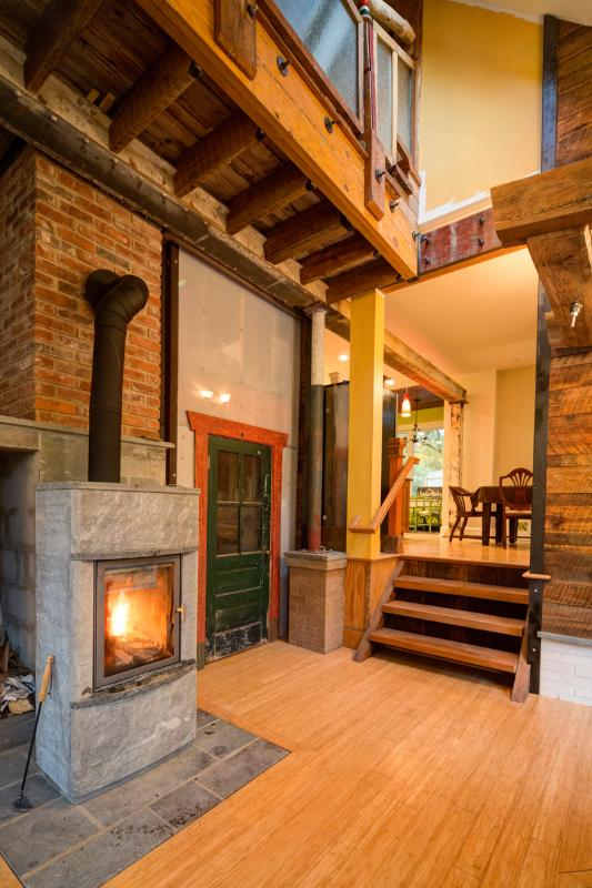 A cozy fire will greet you during the cooler months - The Recycled House - Walk Downtown - Charlottesville - rentals