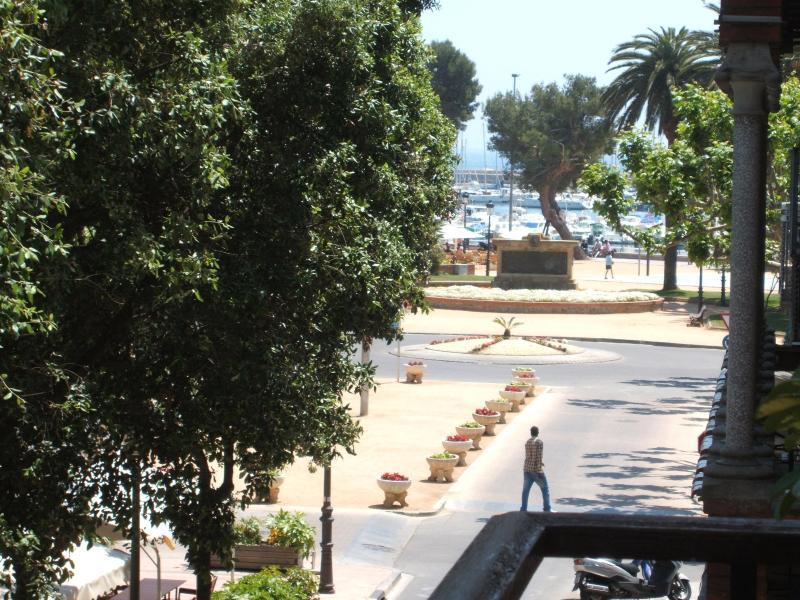 Rambla next to the beach - Image 1 - Sant Feliu de Guixols - rentals