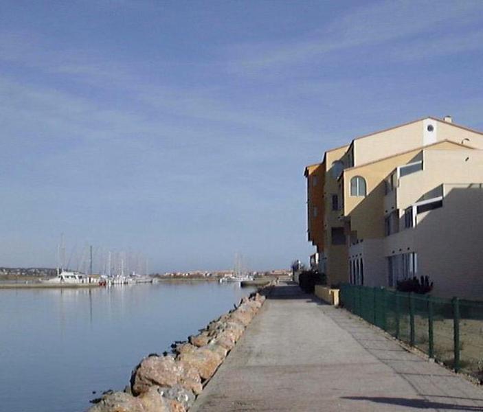 Vue de la Mer - Side view of apartment looking up 'le chanel' - Vue de la Mer - Port Leucate - rentals