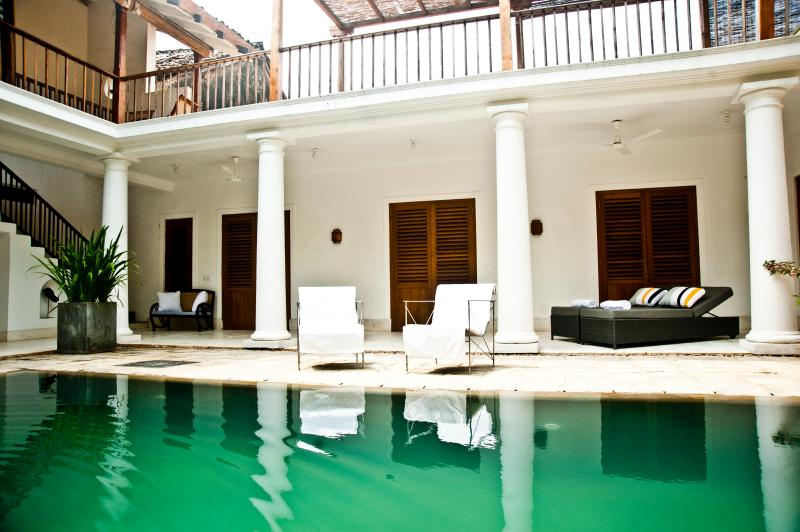 view of pool and sun loungers - 32 Middle Street Galle Fort - Galle - rentals