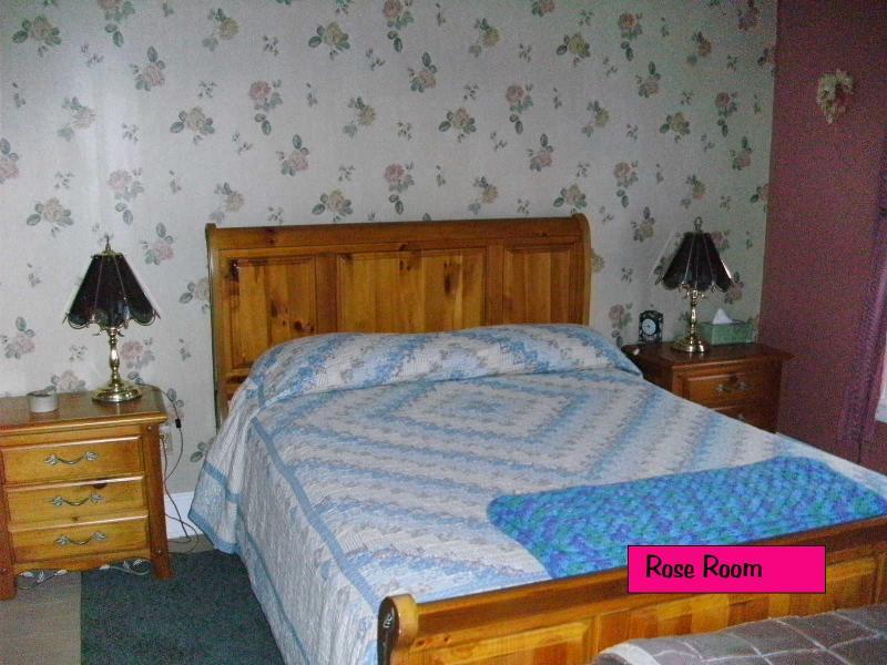 Master Bedroom- Queen Bed - Far and Few between - Deposit - rentals