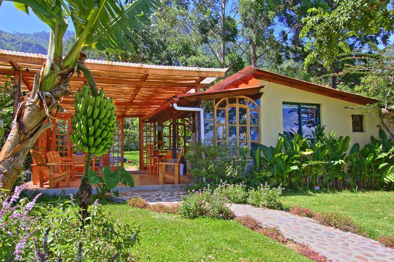 Lake Shore Retreat is yours to enjoy - Lake Shore Retreat.  Free massage with your rental - Santa Cruz La Laguna - rentals