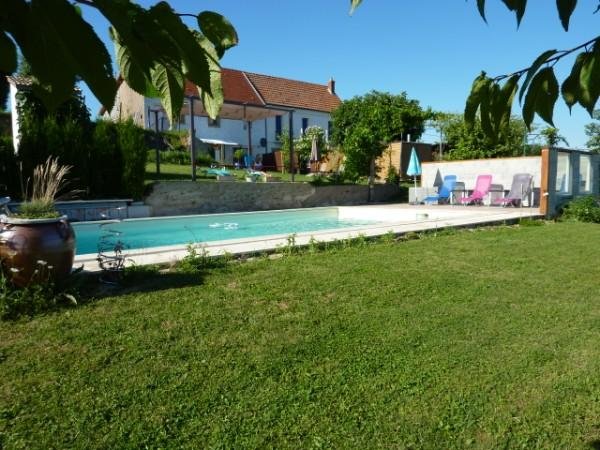 outdoor pool - La Maison Blanche and Petit Bel-Air - Digoin - rentals