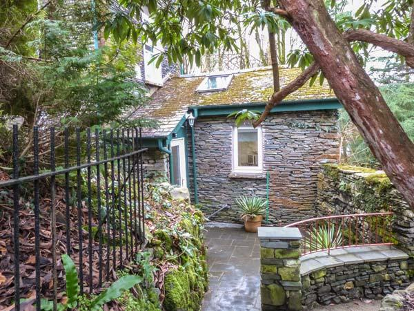 MOSSY NOOK, romantic retreat, character and modern features, garden, parking, in Windermere, Ref 23606 - Image 1 - Bowness-on-Windermere - rentals