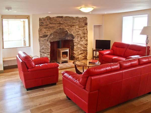 WADE HOUSE, woodburner, Grade II listed, fully renovated, pet-friendly, near Aberfeldy, Ref 21597 - Image 1 - Aberfeldy - rentals